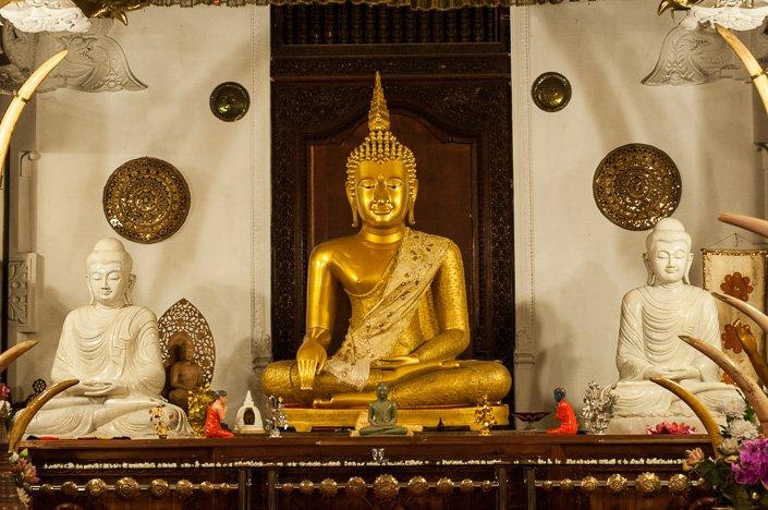 تمثال ذهبي لبوذا