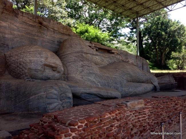 من المنحوتات الصخرية بالمنطقة