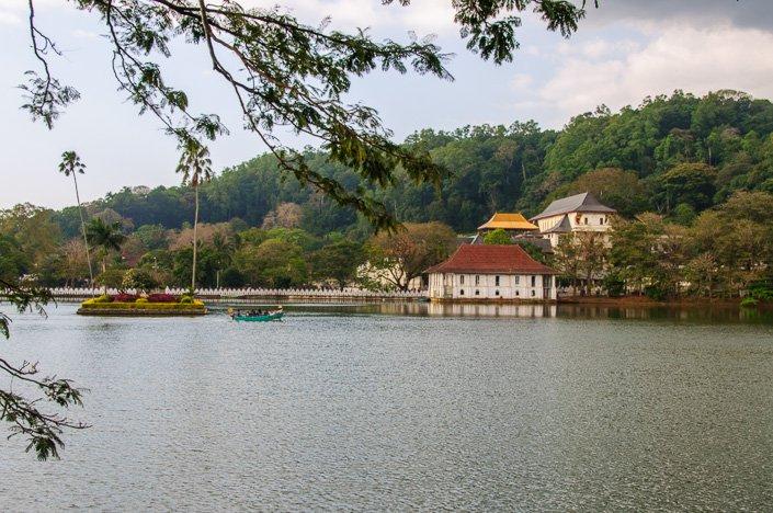 بحيرة كاندي سريلانكا سياحة بالصور