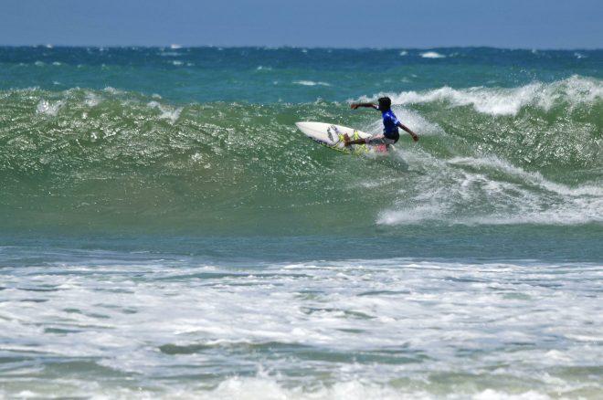تعلم ركوب الأمواج في سريلانكا