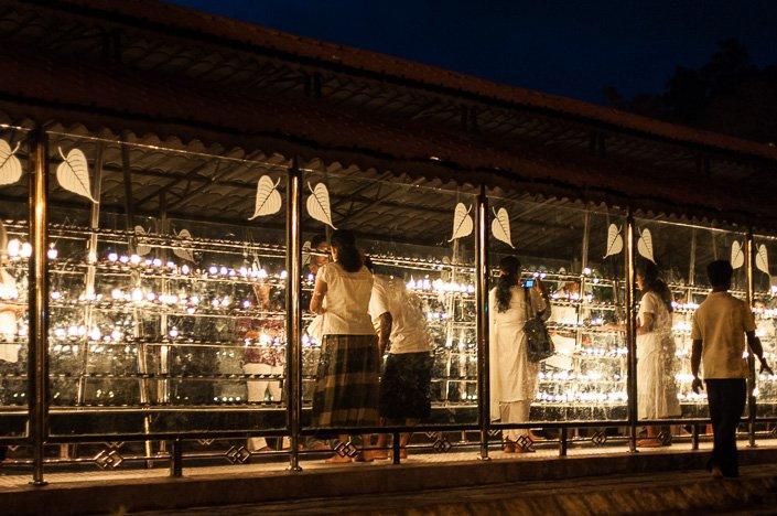 المعبد من الخارخ مساء