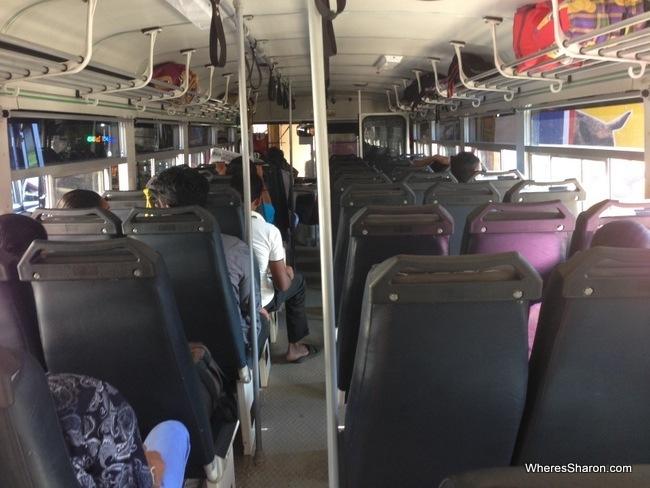 رحلة الحافلة من بولوناروا إلى كاندي