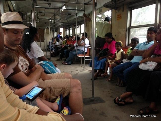 الكراسي داخل القطار المحلي