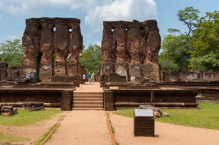 المعابد البوذية في بولوناروا