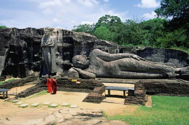 الأصنام البوذية في بولوناروا